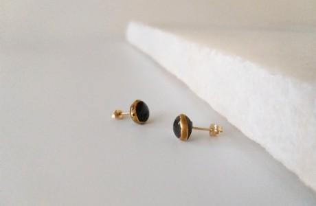 עגילים צמודים שחור זהב