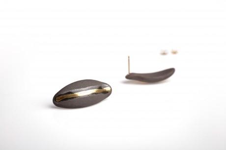 עגילי פורצלן וזהב-שחור